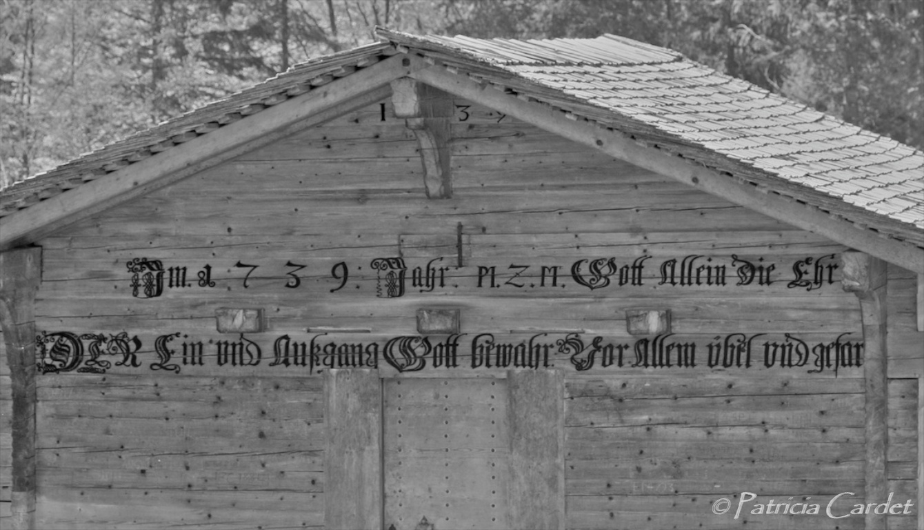 Inscription on a house in the Justis valley, near Beatenberg - Photo: Patricia Cardet